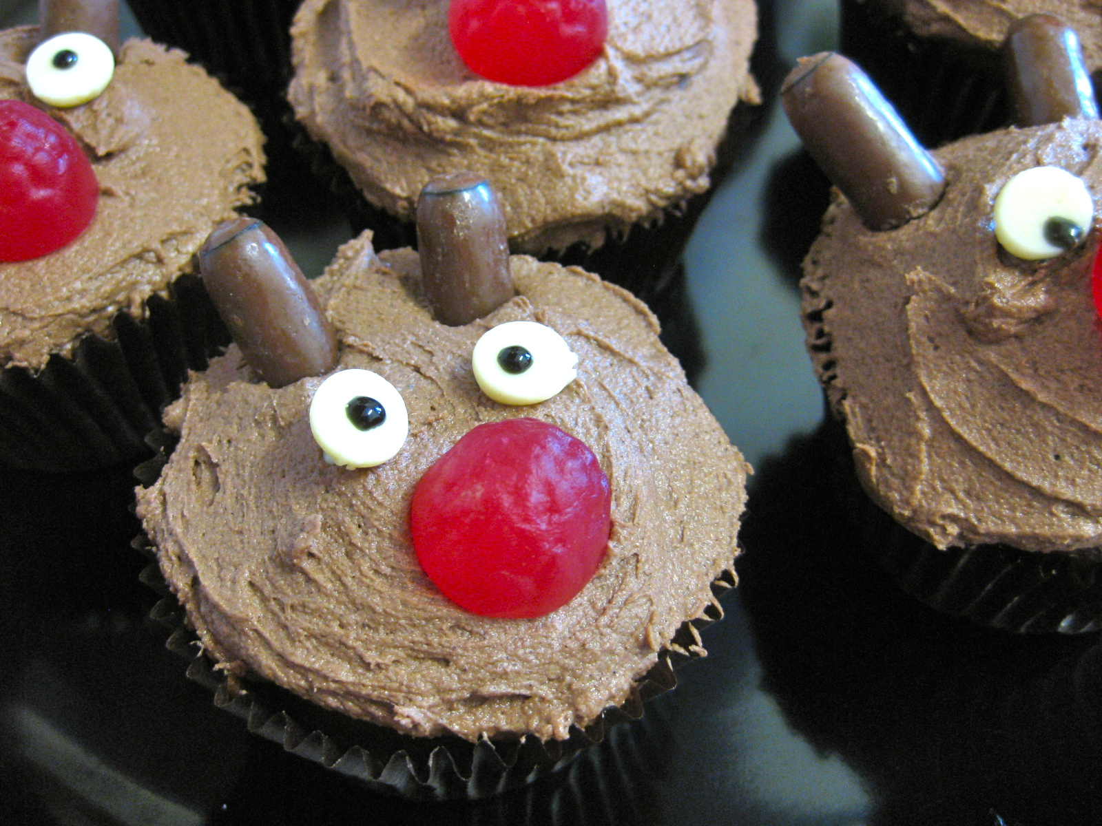 Rudolph Cupcakes – Feeding Time Blog