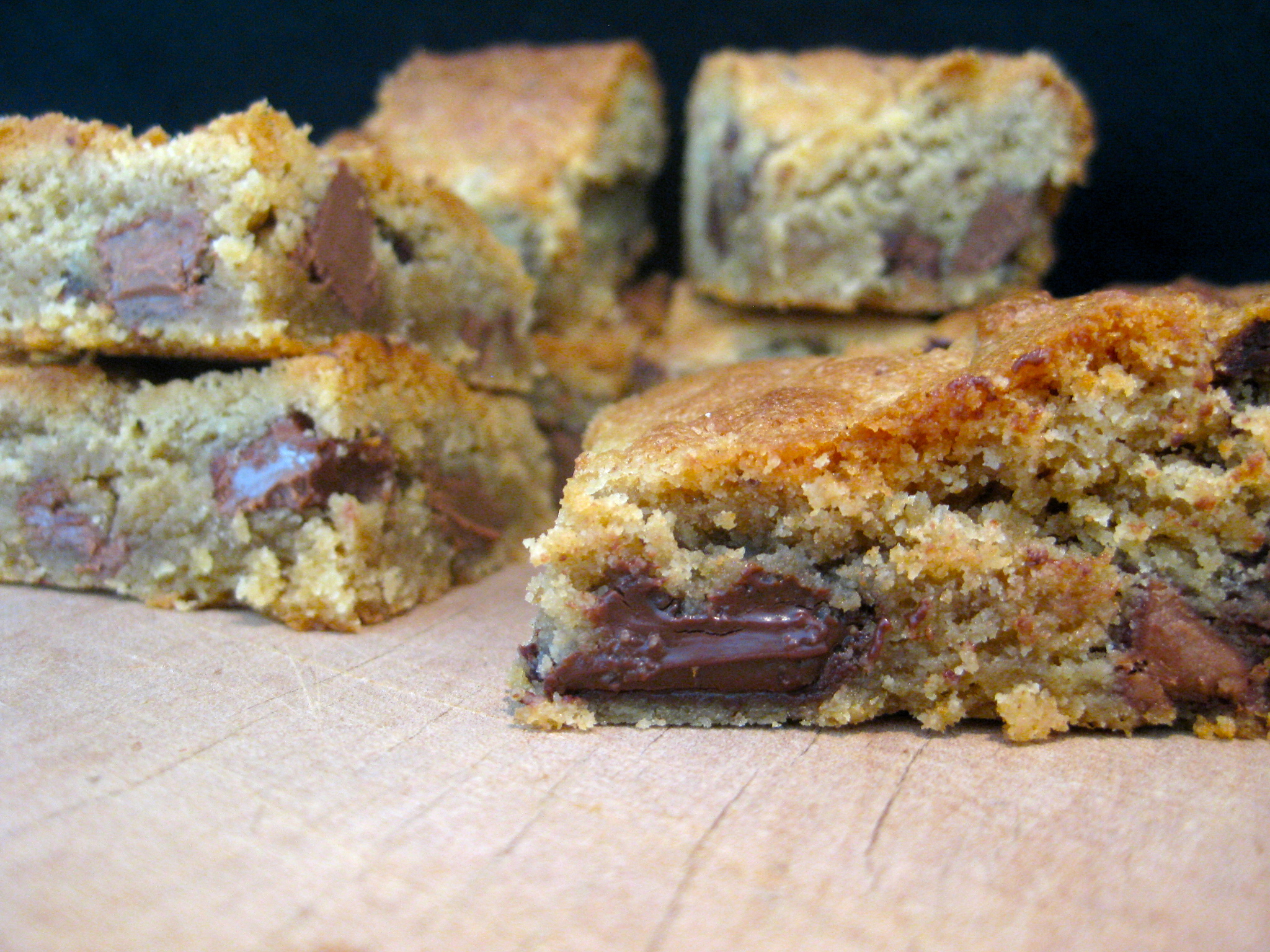 Peanut-butter choc-chip blondie