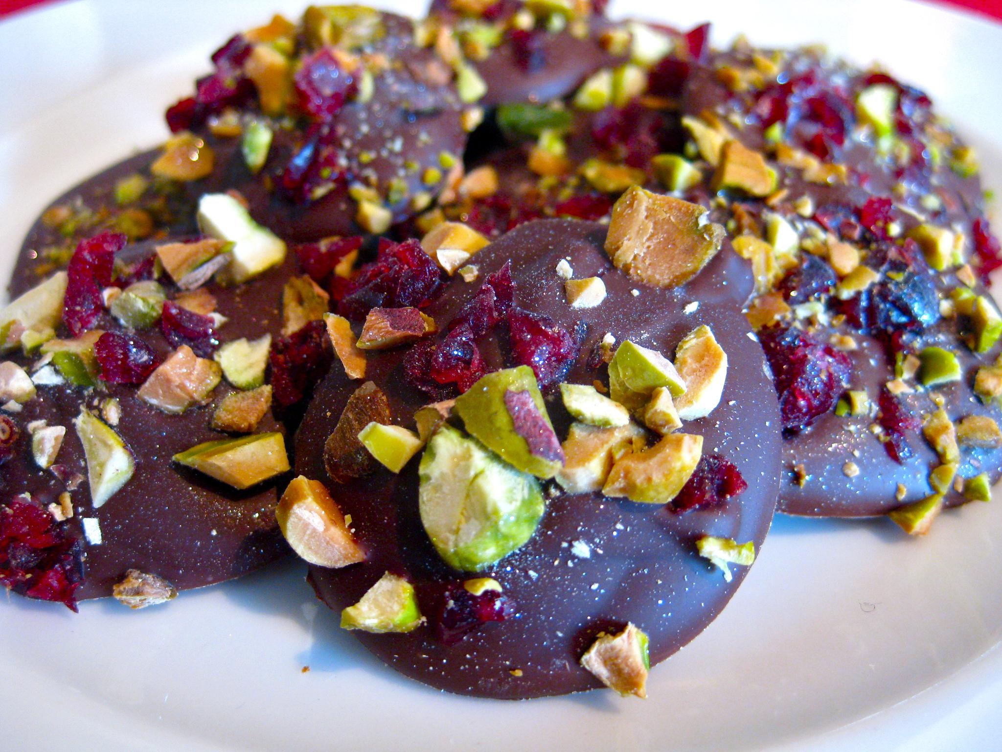 Christmas cranberry and pistachio chocolatedrops